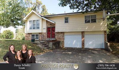 Single Family Home For Sale: 202 Deborah Lane