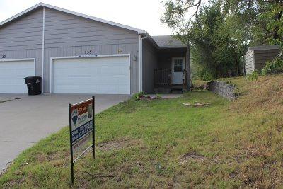 Wamego KS Single Family Home For Sale: $119,000