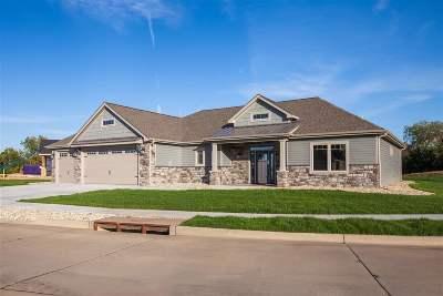 Wamego Single Family Home For Sale: 2801 Cedarsprings