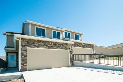 Manhattan Single Family Home For Sale: 528 Highland Grove