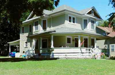 Single Family Home For Sale: 424 S Adams