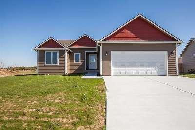 Single Family Home For Sale: 2613 Heron Circle