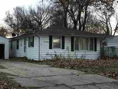 Manhattan Single Family Home For Sale: 713 Tuttle Street