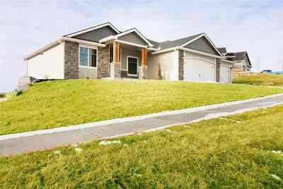 Manhattan Single Family Home For Sale: 716 Ladera Circle Circle