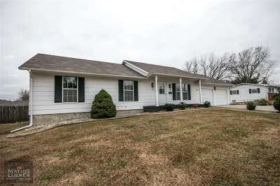 Junction City Single Family Home For Sale: 915 Meadow Lane