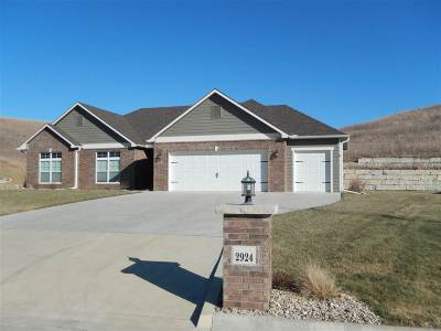 Manhattan KS Single Family Home For Sale: $235,000