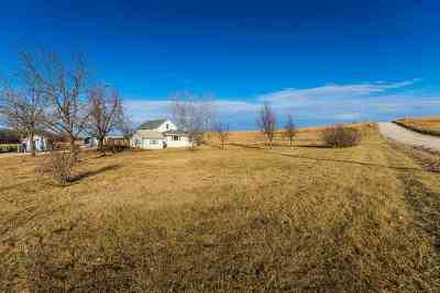Wabaunsee County Single Family Home For Sale: 13701 Blazingstar Road