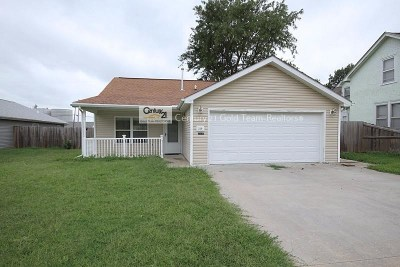 Single Family Home For Sale: 219 E 17th Street