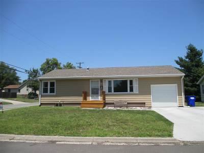 Single Family Home For Sale: 430 W Oak