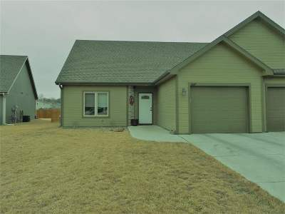 Manhattan KS Single Family Home For Sale: $136,900