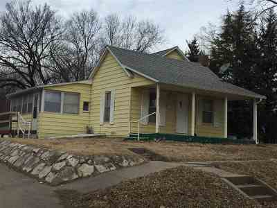 Wamego Single Family Home For Sale: 211 Chestnut Street