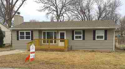Single Family Home For Sale: 418 Maple Street