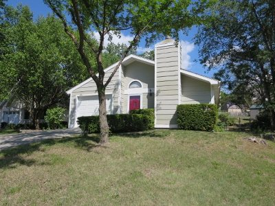 Manhattan KS Single Family Home For Sale: $169,900