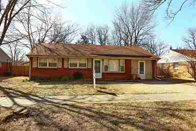 Single Family Home For Sale: 1541 Hillcrest Drive