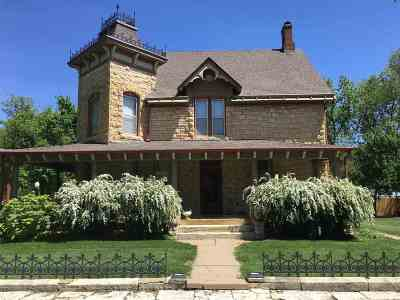 Junction City Single Family Home For Sale: 237 W 3rd Street