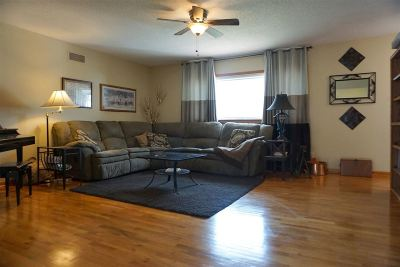 Single Family Home For Sale: 1213 Crest Hill Drive
