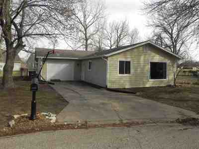 Manhattan KS Single Family Home For Sale: $119,900