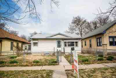Single Family Home For Sale: 330 W 11 Street
