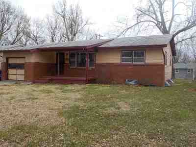 Junction City Single Family Home For Sale: 1055 Cedar Street