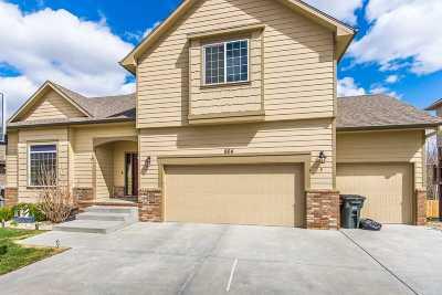 Manhattan Single Family Home For Sale: 904 Locharno Drive
