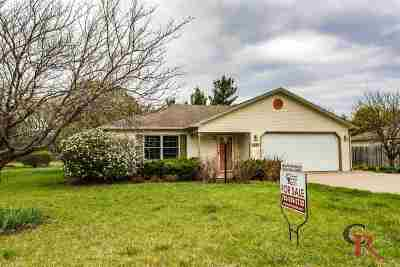 Manhattan Single Family Home For Sale: 3845 Fox Ridge Drive