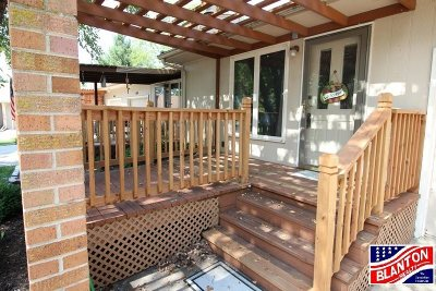 Manhattan Single Family Home For Sale: 1642 Woodcrest Drive