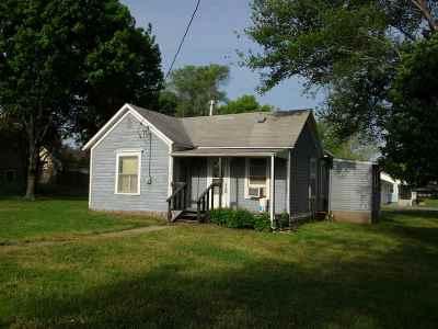 Wamego Single Family Home For Sale: 909 Poplar Street