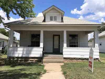 Herington Single Family Home For Sale: 210 W Walnut Street