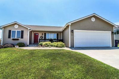 Manhattan Single Family Home For Sale: 1037 Highland Ridge Drive