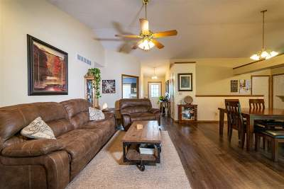 Manhattan Single Family Home For Sale: 920 Davis Drive