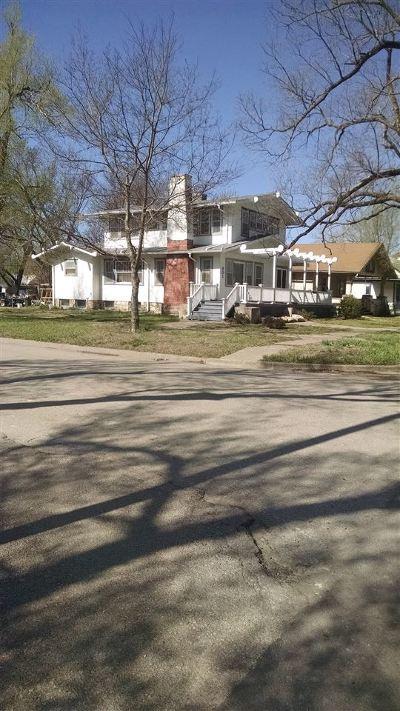 Herington Single Family Home For Sale: 801 W Walnut Street