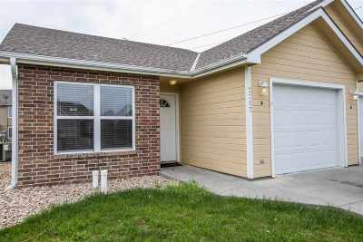 Manhattan Single Family Home For Sale: 2717 Buttonwood Drive