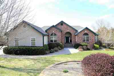 Manhattan KS Single Family Home For Sale: $399,500