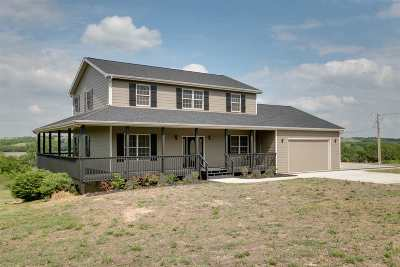 Manhattan KS Single Family Home For Sale: $379,900