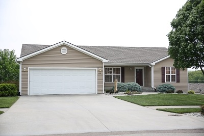 Manhattan Single Family Home For Sale: 220 Highland Ridge Drive