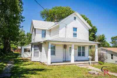 Wamego KS Single Family Home For Sale: $94,900