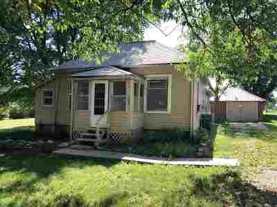 Wakefield Single Family Home For Sale: 609 Cedar Street