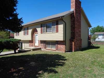 Junction City Single Family Home For Sale: 1504 Shamrock Street