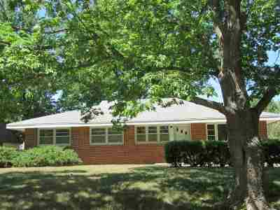 Manhattan KS Single Family Home For Sale: $144,000
