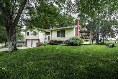 Wamego Single Family Home For Sale: 2200 Country Club Drive