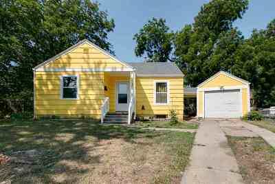 Junction City Single Family Home For Sale: 145 Sunset Drive