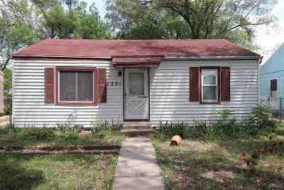 Junction City Single Family Home For Sale: 1231 N Eisenhower Drive