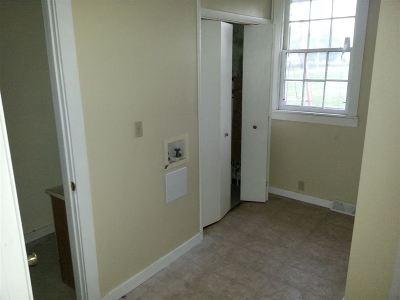 Junction City Single Family Home For Sale: 1120 N Eisenhower Drive