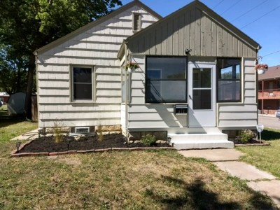 Single Family Home For Sale: 112 W Pine