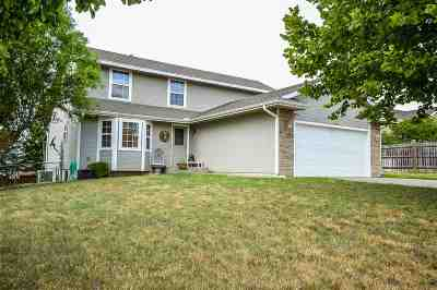 Single Family Home For Sale: 1422 Hickory Lane