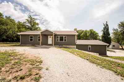 Wamego Single Family Home For Sale: 3925 Vineyard Road
