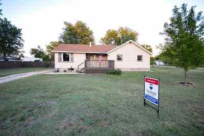 Herington Single Family Home For Sale: 12 S F