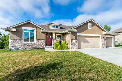 Manhattan Single Family Home For Sale: 812 Locharno Drive