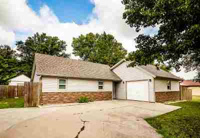 Junction City Single Family Home For Sale: 404 Guinevere Drive