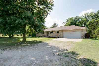 Junction City Single Family Home For Sale: 300 Golf Drive